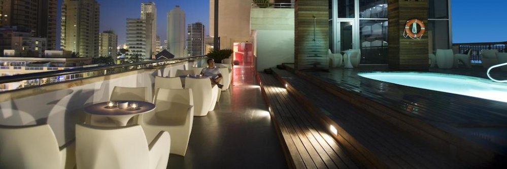 Hotel 4* con spa y desayunos en Benidorm ¡Adults Only!